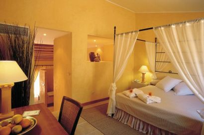 Hotel Pula Suites Bedroom With 4 Poster Bed